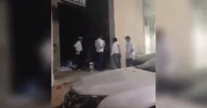 فيديو: هروب عمال مطعم لبناني بسبب وجبة بالدود في الخرج