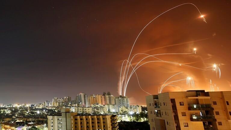 الفصائل الفلسطينية تستهدف عسقلان و 6 قواعد صهيونية بعدد كبير من الصواريخ