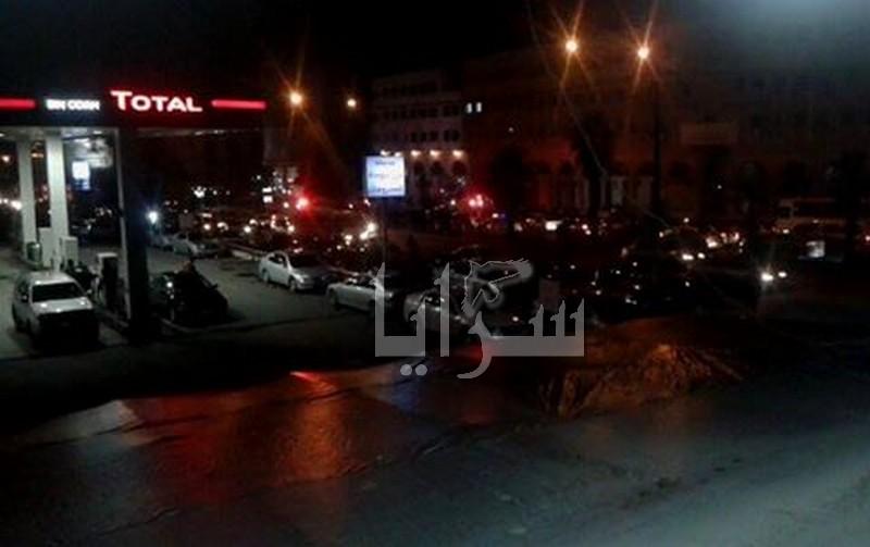 """اصابتان بحادث تصادم بين دراجة """"شرطي"""" ومركبة بشارع الملكة رانيا (صور)"""