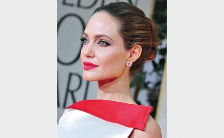 لأول مرة ..  أنجلينا جولي في فيلم وثائقي
