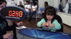 فيديو: أسرع طفلة في العالم أدهشت كل من شاهدها بهذا الأمر!