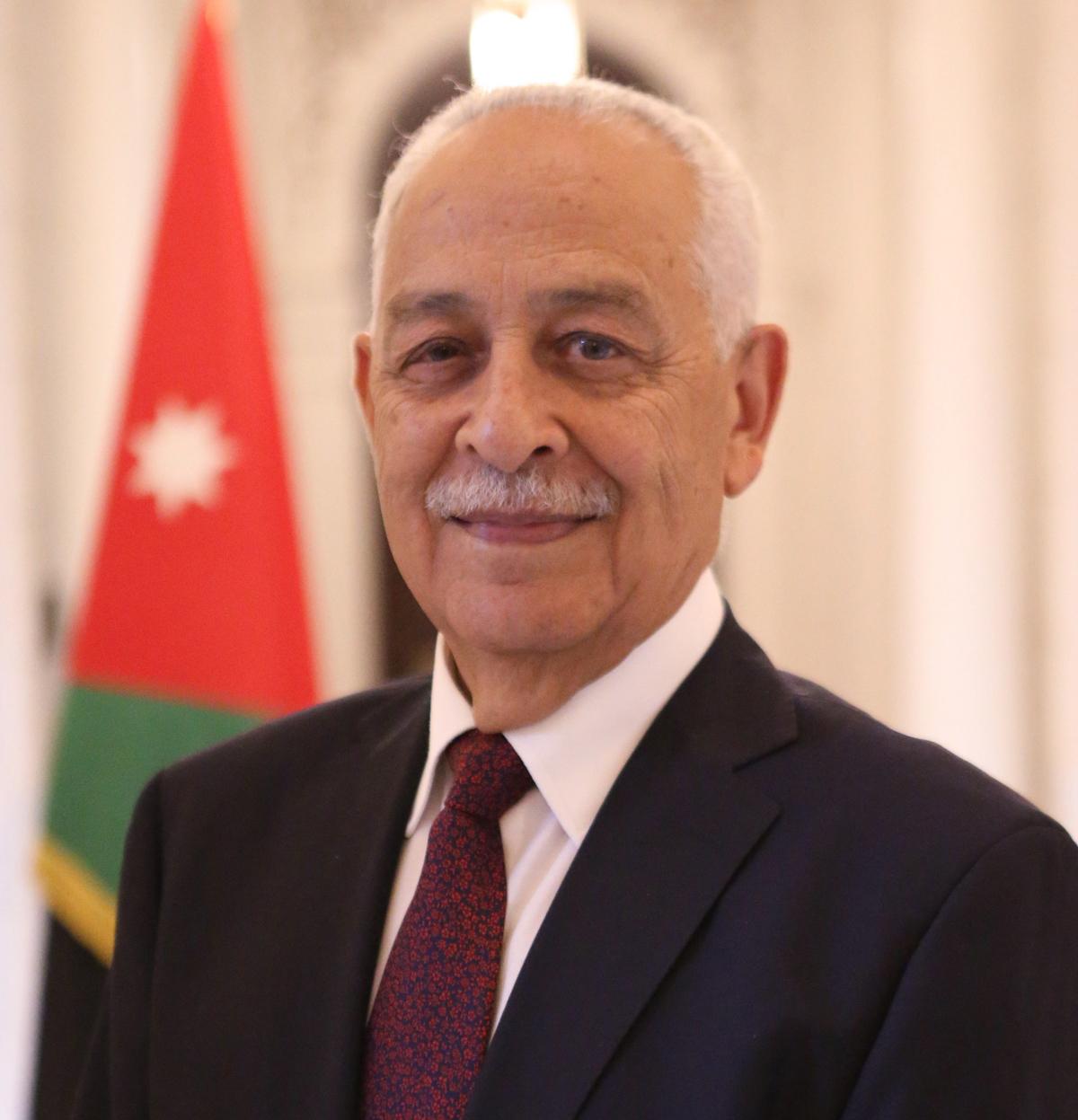 يوسف العيسوي ..  62 عاماً من العطاء في خدمة وطنه ومليكه