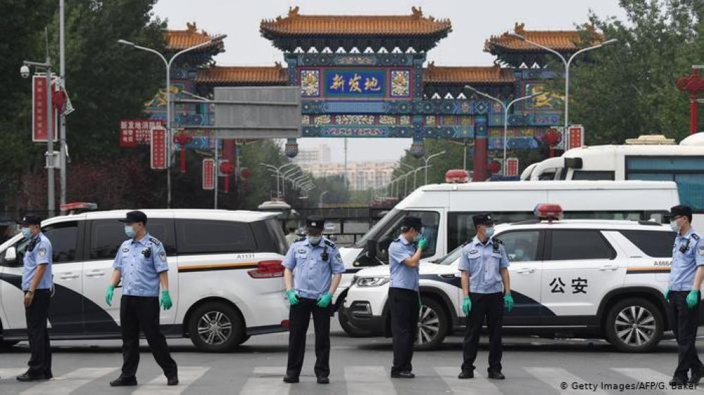 الصين تفرض حجرا طارئا على 11 حيّا في بكين عقب اكتشاف عشرات الإصابات بكورونا