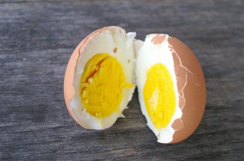 بيضة مسلوقة أفقدته حاسة السمع تجنبوا ما قد يحصل معكم