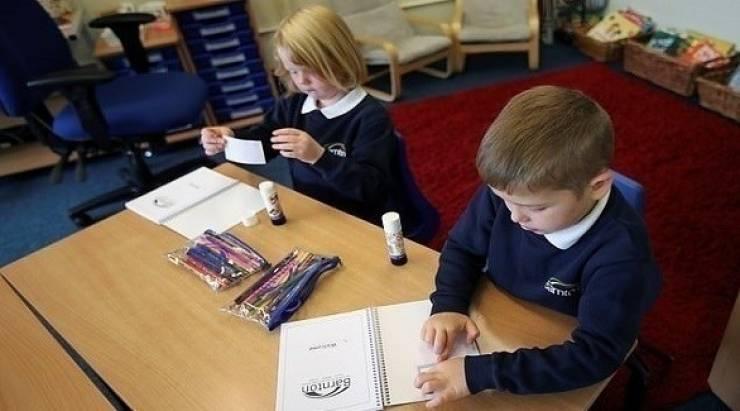 كيف تبقين ملابس طفلك المدرسية آمنة من كورونا؟