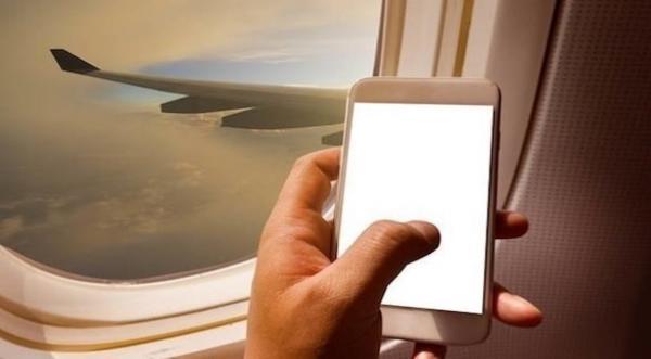 لهذا تجنب وضع هاتفك على مقعد الطائرة