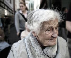 """دراسة تكشف العلاقة بين """"ألزهايمر"""" و الإصابة بكورونا"""