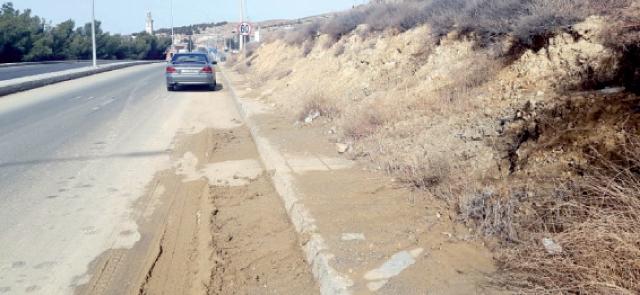 انهيارات ترابية وانزلاقات طينية مستمرة على الطريق الملوكي بالطفيلة
