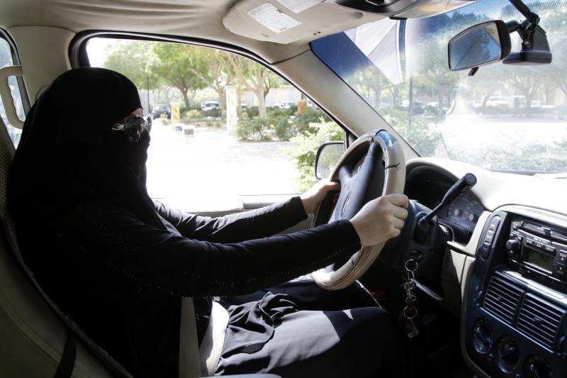 لن تتخيل المبالغ التي سيوفرها قرار قيادة المرأة للسيارة