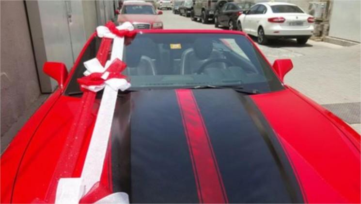 بالصور .. مصري يهدي خطيبته الأردنية سيارة فارهة بمناسبة عيد ميلادها!