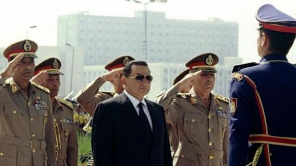 هل تُقام جنازة عسكرية رسمية لحسني مبارك؟