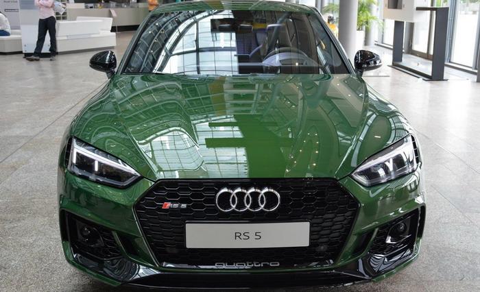 ماذا تعتقدون بخصوص هذه السيارة أودي RS5 كوبيه الخضراء ؟
