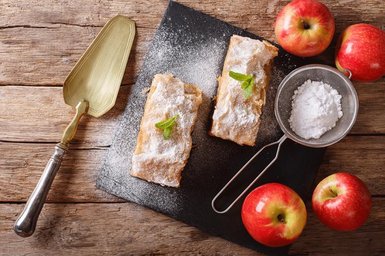 اليكم طريقة عمل فطيرة التفاح بالجوز والزبيب