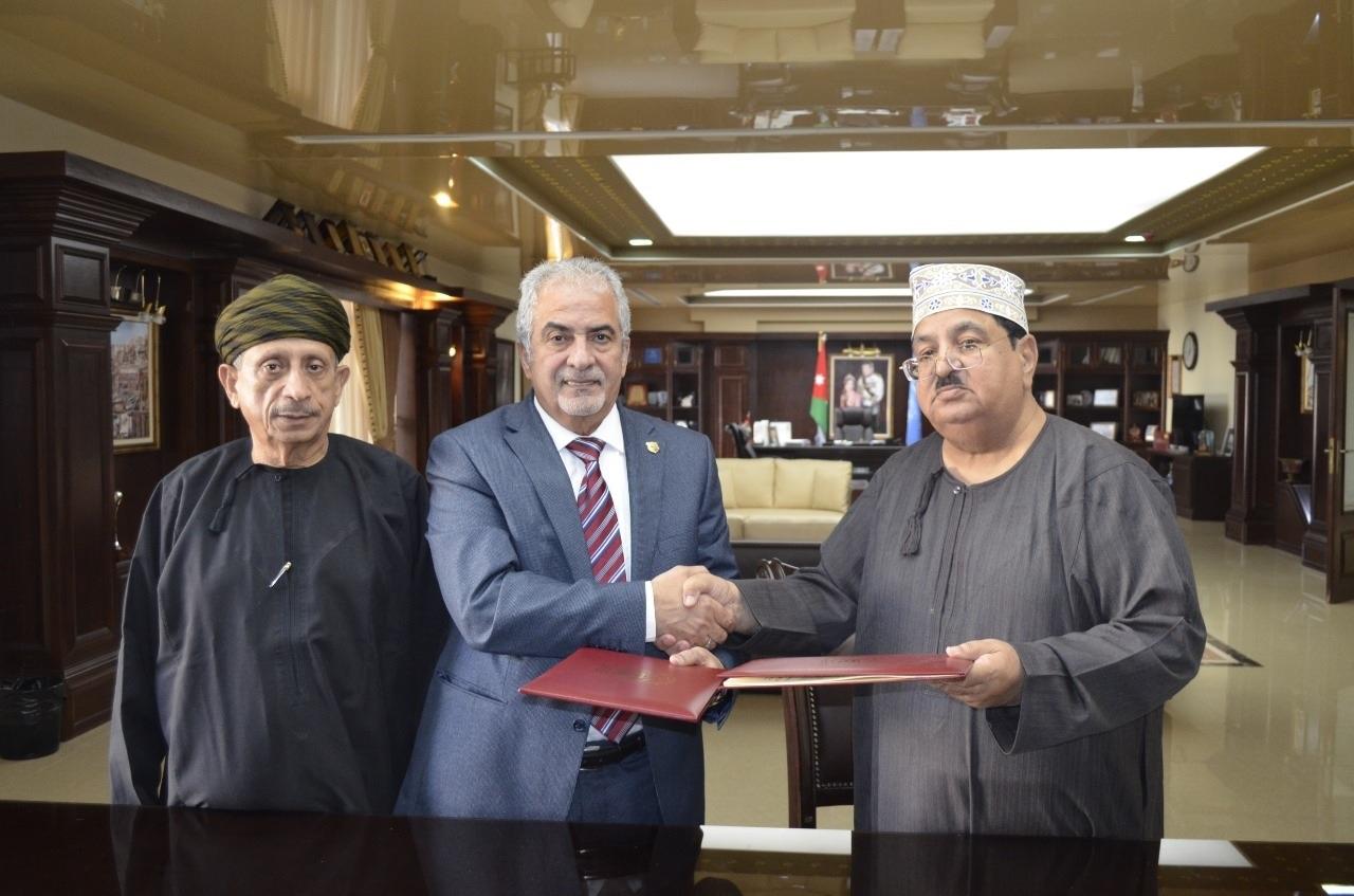 تجديد اتفاقية الارتباط الأكاديمي بين جامعة عمان الأهلية وكلية الزهراء العُمانية