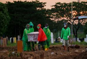 أمر مخيف يحدث في أندونيسيا يؤكد أن ضحايا فيروس كورونا ربما أكثر بكثير من المعلن عنه رسميا