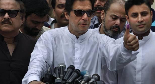 بالفيديو : شاهد كيف استقبل رئيس الوزراء الباكستاني محمد بن سلمان