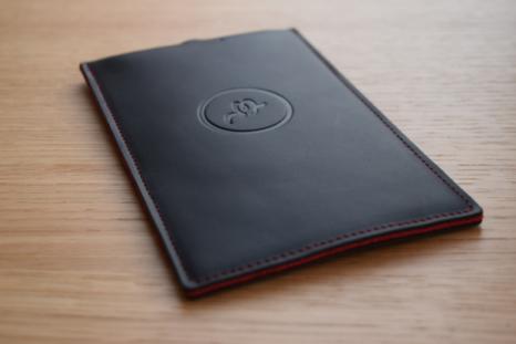 بالصور : تعرف على المحفظة الجديدة التي تنبهك عند سرقتها