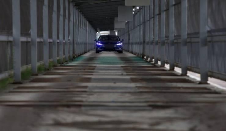 تغريم إيطالية لسيرها بسرعة 700 كيلومتر في الساعة!!