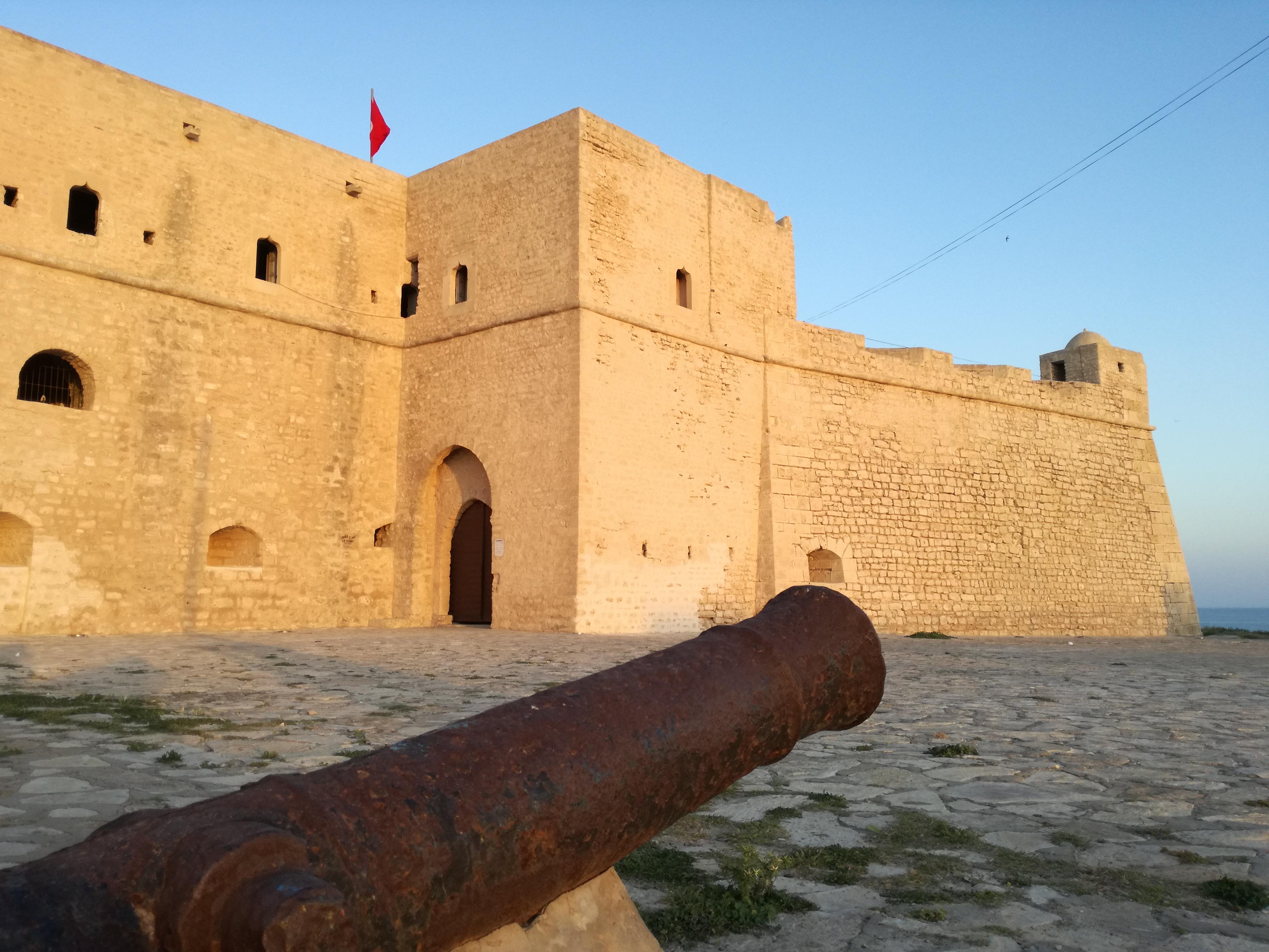 شاهد  ..  أجمل القلاع في تونس والجزائر