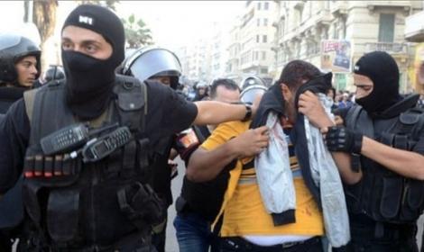 لحظة القبض قطريين بحوزتهما جواز image.php?token=98b92e2d2a3f0653f74e5d07f29a3833&size=