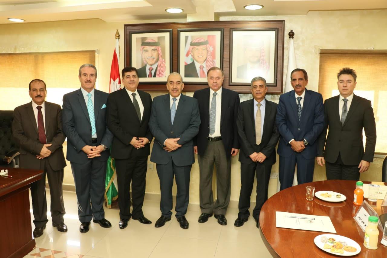 جامعة عمان العربية تقدم منحا جزئية وفاء للمتقاعدين العسكريين في يومهم