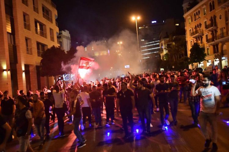 مواجهات بين متظاهرين وقوى الأمن في محيط القصر الرئاسي اللبناني