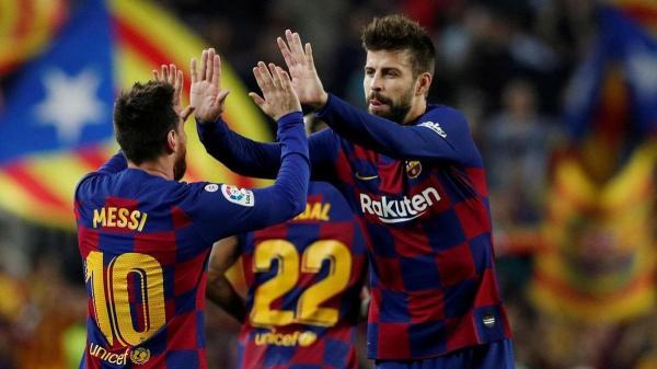 بيكيه يقف مع ميسي ضد إدارة برشلونة وكومان يوضح حقيقة مشاكل غريزمان