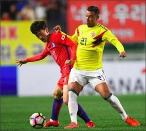 إيقاف لاعب كولومبي 5 مباريات بسبب إشارة عنصرية