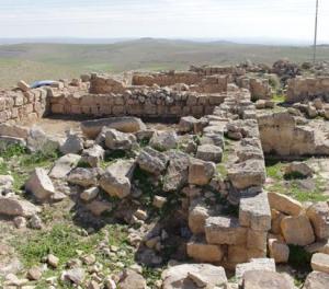 """""""أم الوليد"""" قرية تتربع فوق كنوز تاريخية ومواطنون يطالبون بتأهيلها سياحيا"""
