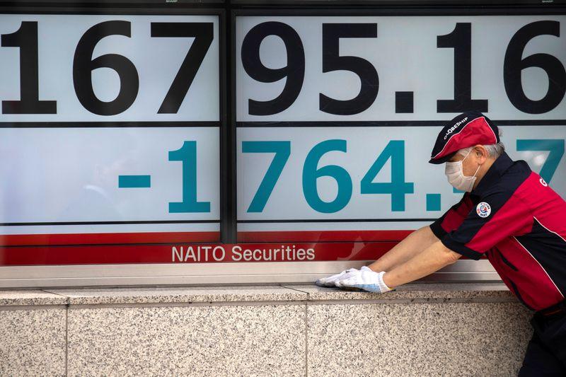 المؤشر نيكي ينخفض 0.19% في بداية التعاملات في طوكيو