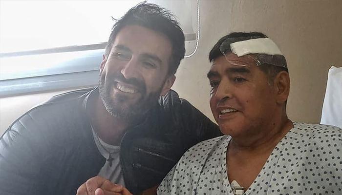 بالصور  ..  تسريب صادم واتهام وسحب كأس ..  مارادونا يثير الجدل بعد 70 يوما من وفاته