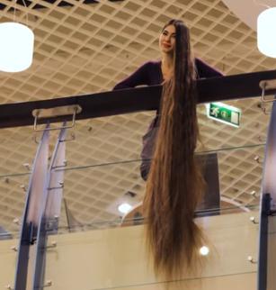 """بالفيديو.. تعرف على """"رابونزيل"""" حقيقية طول شعرها 228 سم"""