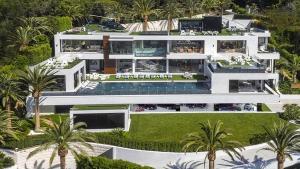 """بالصور.. اغلى منزل في امريكا بـ250 مليون دولار.. يحوي مهبط لطائرة .. ويضم 12 غرفة نوم و21 """"حمام"""""""