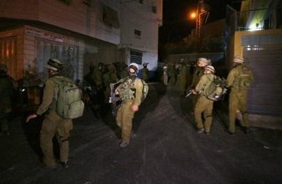 الاحتلال يعتقل جامعياً من الخليل