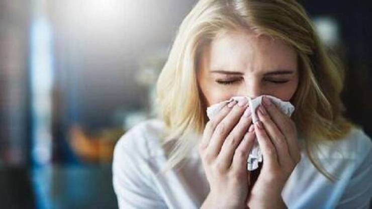 طبيب يوضّح سبب سوء الحالة الصحية في الربيع