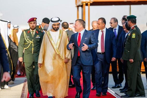 الملك يهنئ محمد بن راشد