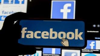 """""""فيسبوك"""" يختبر ميزة عرض منشورات الشركات في الصفحة الرئيسية"""