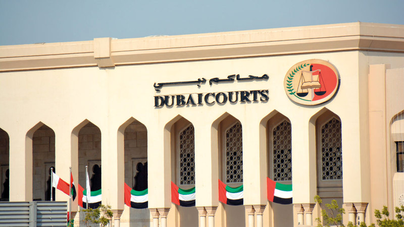 عصابة محترفة سطت على محل صرافة في دبي بهذه الطرق العجيبة