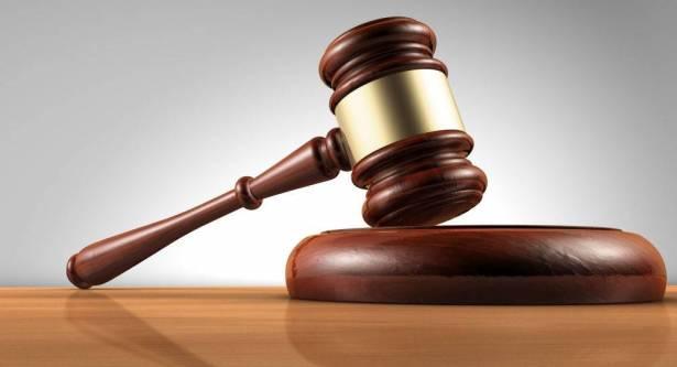 بالفيديو ..  إطلاق النار على متهم حاول قتل شاهد داخل المحكمة