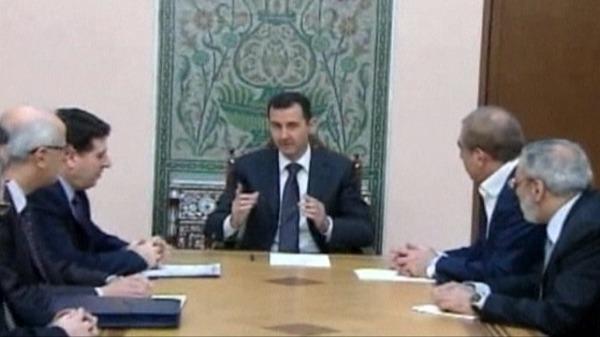 الأسد ترأس لجنة وزارية في غرفة بلا نوافذ