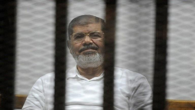 قرار قضائي مصري لافت ..  استمرار محاكمة محمد مرسي