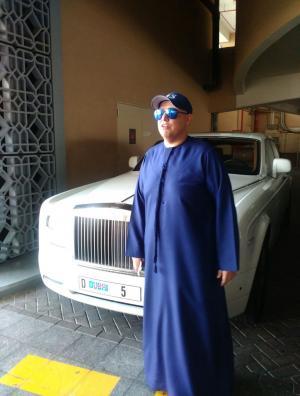 """لماذا خالفت شرطة دبي سيارة رجل الاعمال الهندي التي تحمل  رقم """"5D دبي"""""""