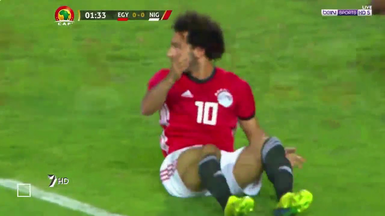 بالفيديو ..  شاهد محمد صلاح يهدر ركلتي جزاء!