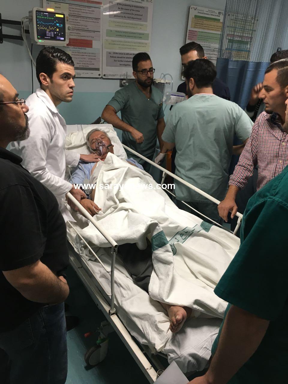 بالصور ..  ادخال الدكتور الذيابات الى المستشفى بعد تعرضه لاغماء وارتفاع في الضغط