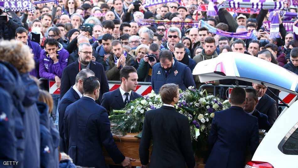 """بالصور ..  جنازة """"مهيبة"""" لفقيد الكرة الإيطالية"""