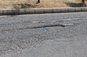 """طريق """"كفر أسد - الشونه الشمالية"""" قنبلة موقتة تهدد حياة المواطنين """"والأشغال"""" في سبات عميق"""