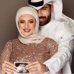 مذيع كويتي وزوجته يثيران جدلاً على مواقع التواصل؟!  ..  صورة