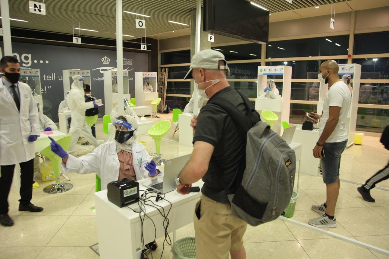 """مصدر لـ""""سرايا"""": شهادة مطعوم كورونا لن تغني عن فحص PCR للمسافرين ..  والمواطنون: """"شو استفدنا"""""""