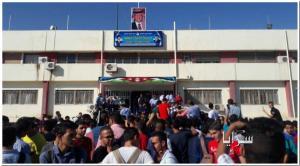 بالصور..احتجاج العشرات من طلاب مدارس اربد امام مبنى المحافظة