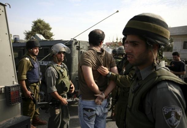 الاحتلال يشن حملة اعتقالات في مدينتي نابلس والخليل